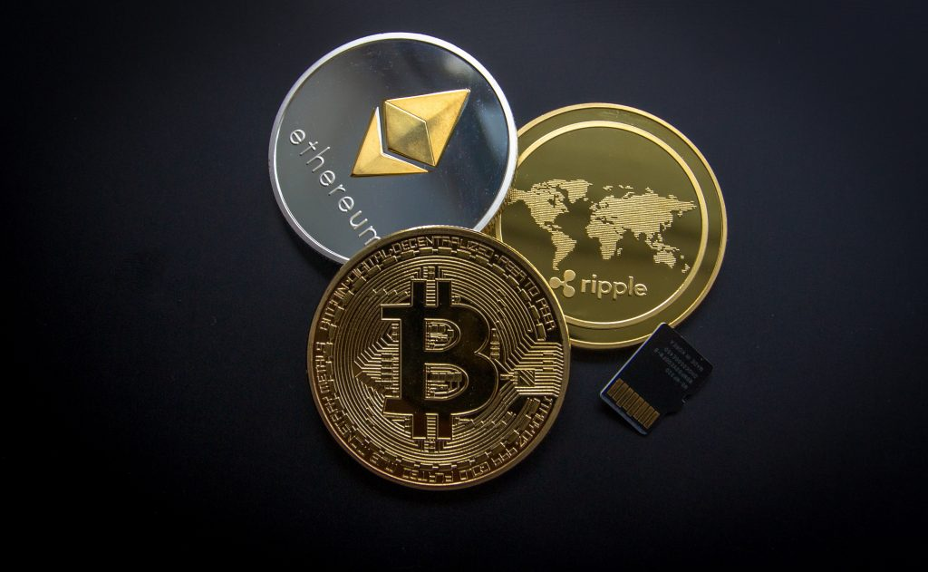 Ethereum- och Bitcoin-mynt